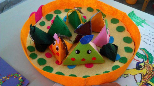 同学们手工制作的粽子